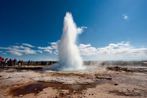 1716710-strokkur-un-geyser-moins-timide-300x199